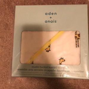 Aden + Anais Unisex hooded bath towel set